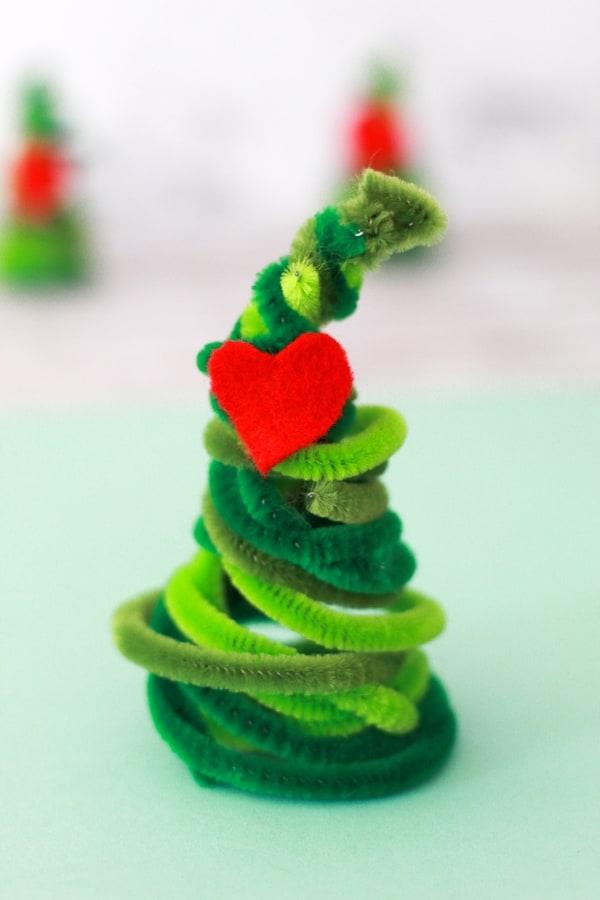 DIY Grinch Pipe Cleaner Christmas Tree